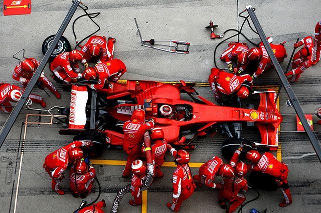 Formel 1: Ferrari's Kimi Raikkonen i pitstop